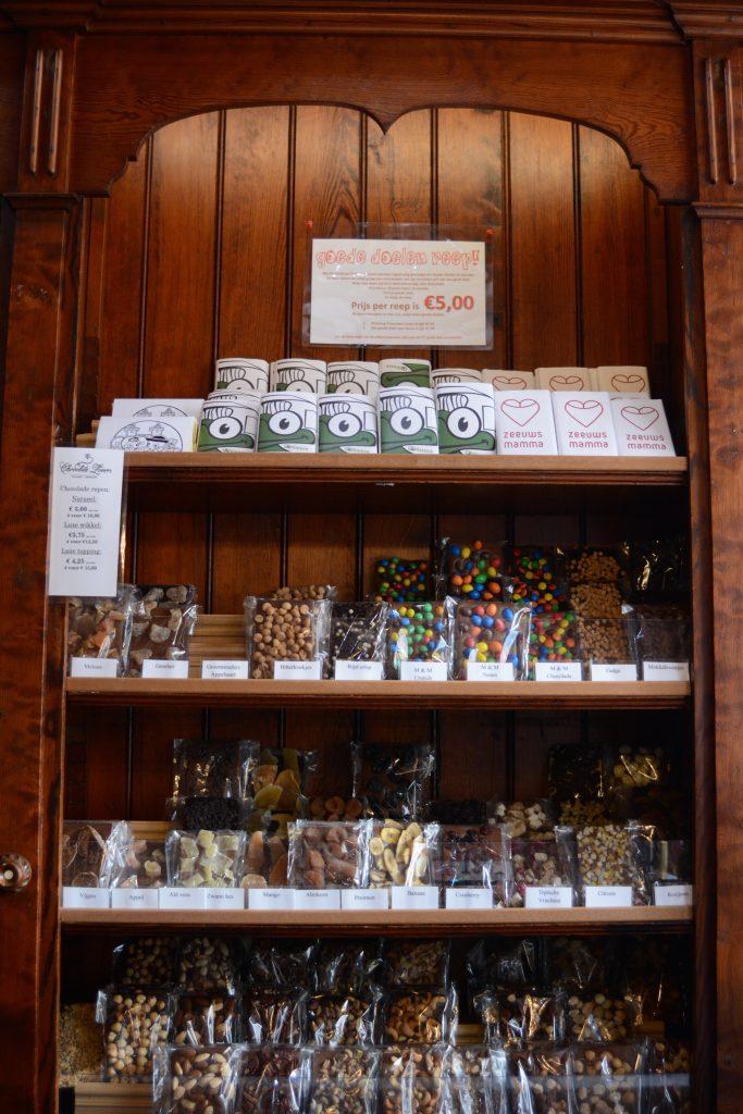 chocolate lovers chocolade middelburg walcheren groos op zeeland vrijwilliger winkel etalage