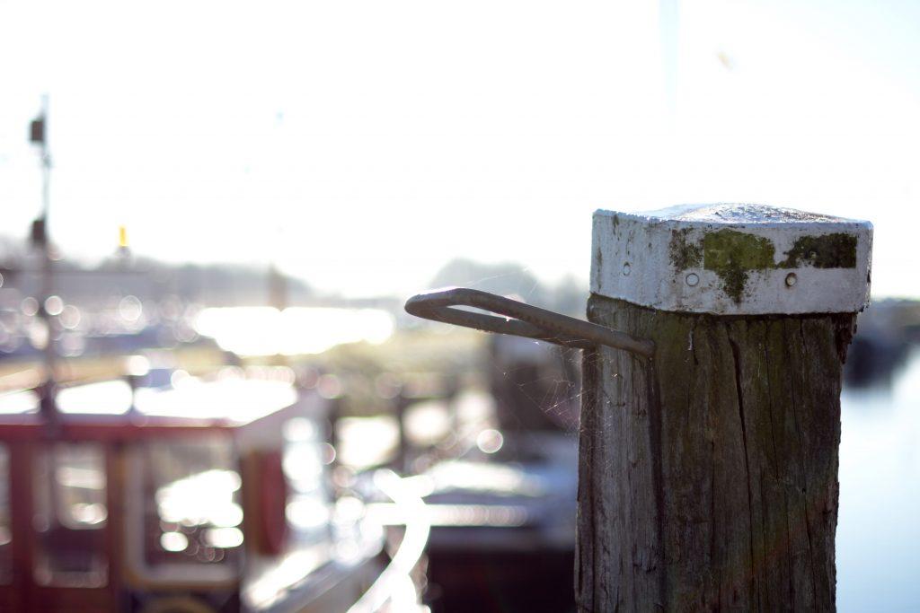 Haven haventje Tholen stad boot schip zeilboot winter zeewind