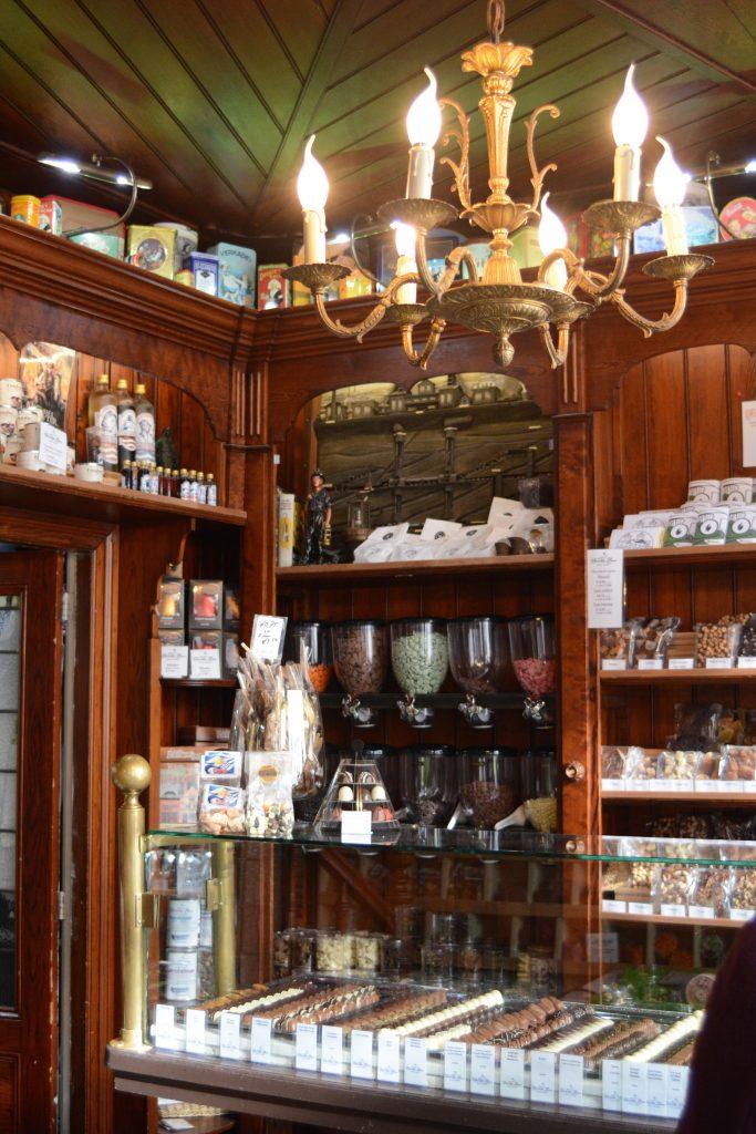chocolate lovers middelburg walcheren chocolade bonbons etalage winkel
