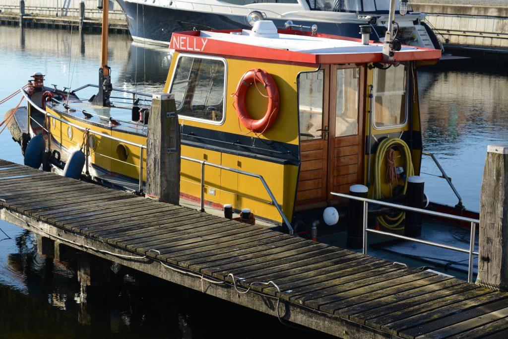 Haven haventje Tholen stad boot schip zeilboot winter zeewind steiger